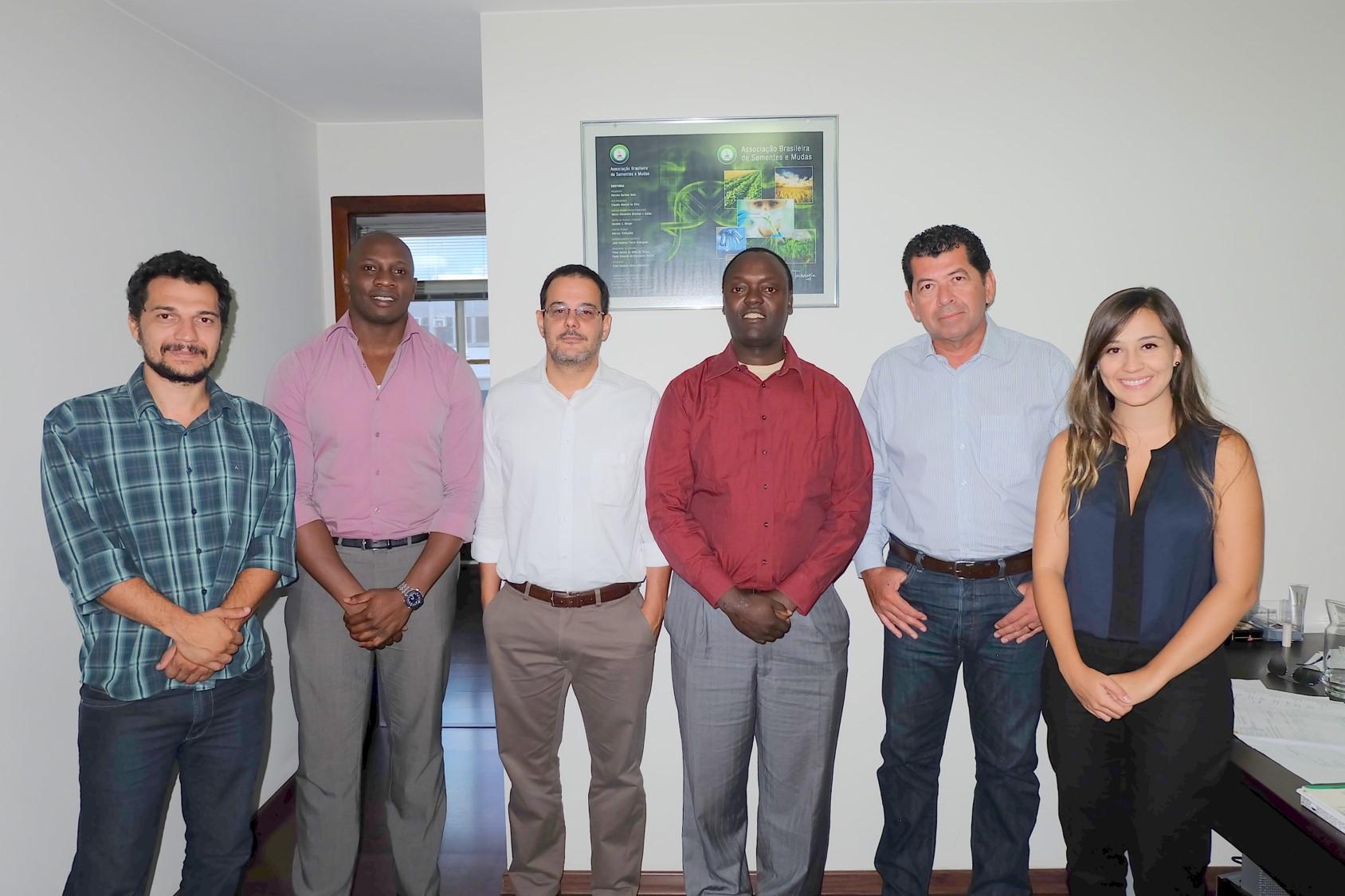 Visita Kenyanos - menor